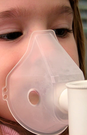 Neumología niña aerosol